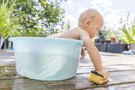 Boy sitting in baby bathtub - TCF05672