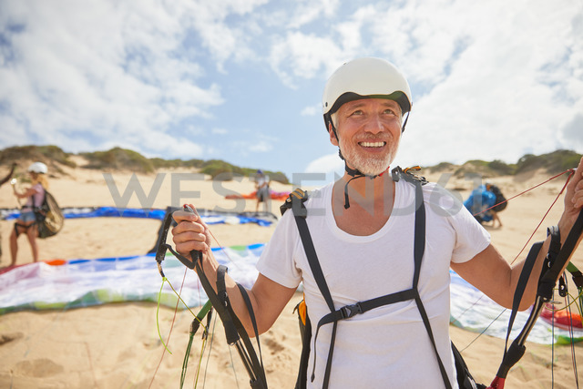 Mature male paraglider on beach with equipment - CAIF21692 - Trevor Adeline/Westend61