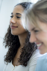 Portrait of two female friends, laughing - HHLMF00341
