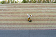 Young man riding skateboard on a wall - AFVF01495