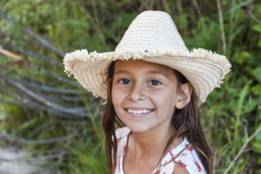 Portrait of smiling girl wearing straw hat outdoors - TCF05762