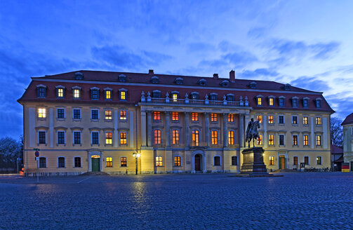 Germany, Thuringia, Weimar, Anna Amalia Library at blue hour - KLRF00686