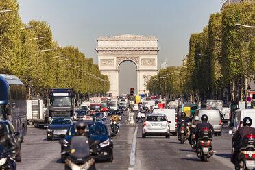 France, Paris, Champs-Elysees, Arc de Triomphe de l'Etoile, traffic - WDF04810