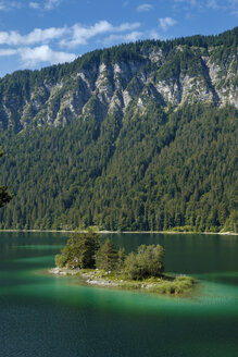 Germany, Upper Bavaria, view to Wettersteingebirge with Ludwigsinsel at Lake Eibsee in the foreground - LBF02029