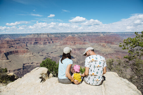 USA, Arizona, Grand Canyon National Park, South Rim, Family sitting on viewpoint - GEMF02367