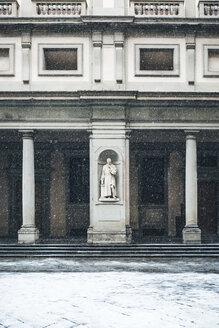 Italy, Florence, Uffizi Gallery at snowfall - MGIF00211