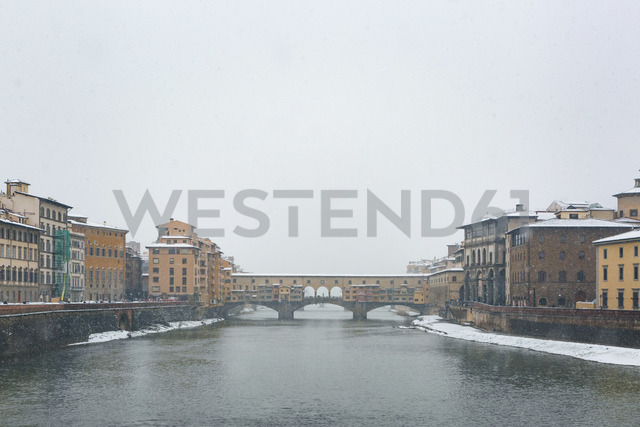 Italy, Florence, view to Ponte Vecchio in winter - MGIF00214