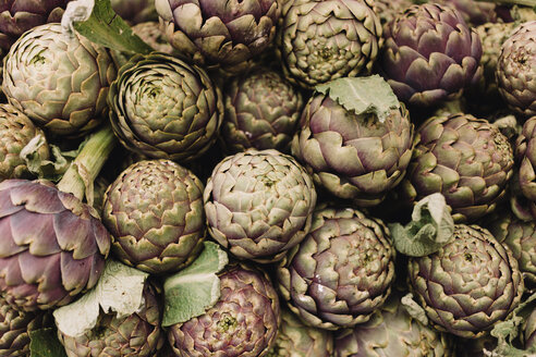 Artichokes on a market stall - NMSF00220