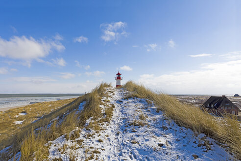 Germany, Schleswig-Holstein, Sylt, beach, dune and lighthouse in winter - KLRF00692