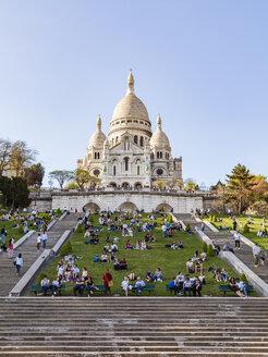 France, Paris, Montmartre, Sacre-Coeur de Montmartre and tourists - WD04824