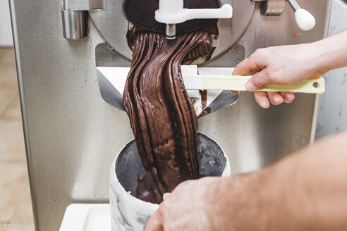 Making ice cream at an ice cream parlour - MGIF00229
