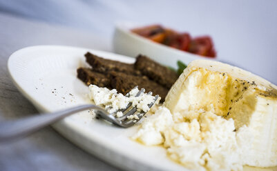 Ricotta cheese with honey and brown bread on plate - RAMAF00012