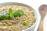Barley soup with olive oil and basil, close-up - RAMAF00111