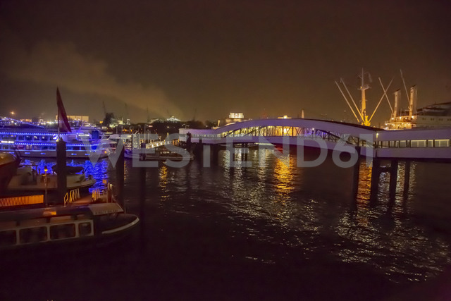 Germany, Hamburg, Hamburg harbour at night - NGF00487 - Nadine Ginzel/Westend61