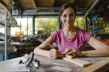 Portrait of a confident mature woman in her workshop - KNSF04688