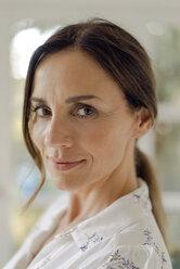 Portrait of confident mature woman - KNSF04760