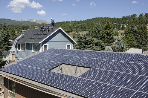 Solar energy is contagious. - AURF02561