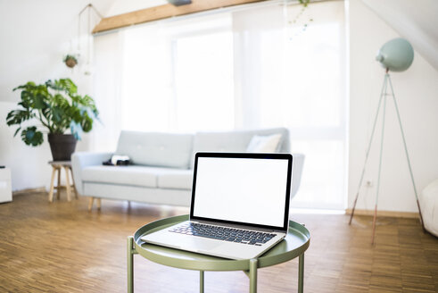 Laptop on table at home - JOSF02590