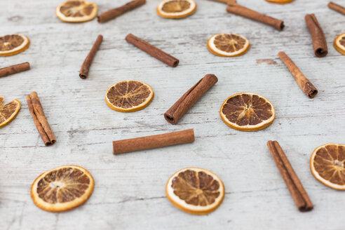Dryed orange slices and cinnamon sticks on wood - JUNF01171