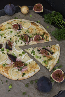 Homemade Tarte Flambee with figs, spring onions and goat cheese - JUNF01229