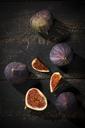 Figs on dark wood - MAEF12727