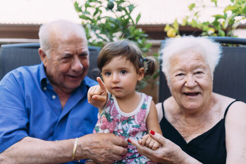Grandparents and granddaughter spending time together on the terrace - GEMF02380