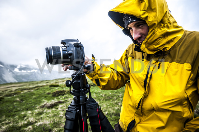 Outdoor photographer shooting on a foggy day in Devero National Park, Ossola, Italy. - AURF03501 - Cavan Images/Westend61