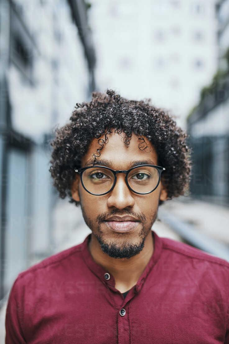 Portrait of a young man wearing glasses - ZEDF01530 - Zeljko Dangubic/Westend61
