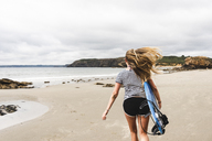 Young woman with surfboard running on the beach - UUF15030