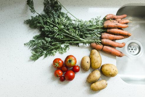 Fresh vegetables at basin - NMSF00249
