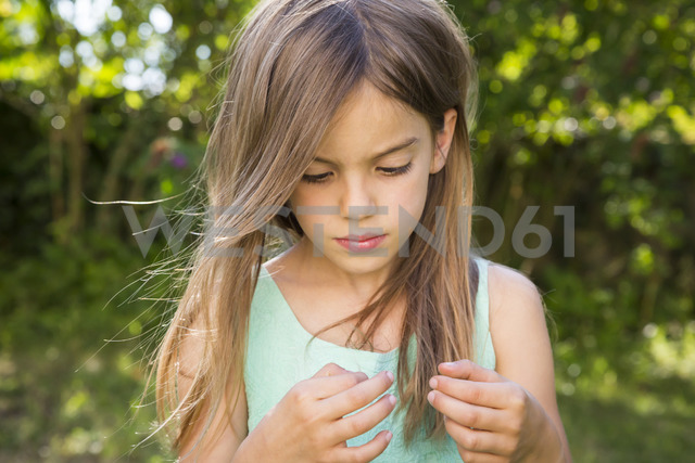 Portrait of serious little girl in the garden - LVF07425