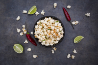 Bowl with popcorn flavoured with chili and lime - LVF07434