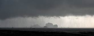 Thailand, view to Koh Poda Island and Koh Kai Islans under thundershower - ALRF01279