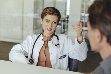 Female doctor talking to patient in practice - MFF04498