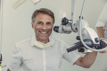 Dentist using microscope, portrait - MFF04552