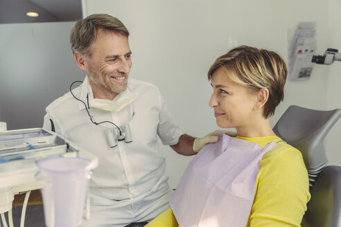 Dentist calming his patient before treatment - MFF04558