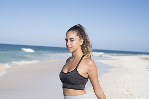 Spain, Canary Islands, Fuerteventura, young female athlete on the beach - PACF00125