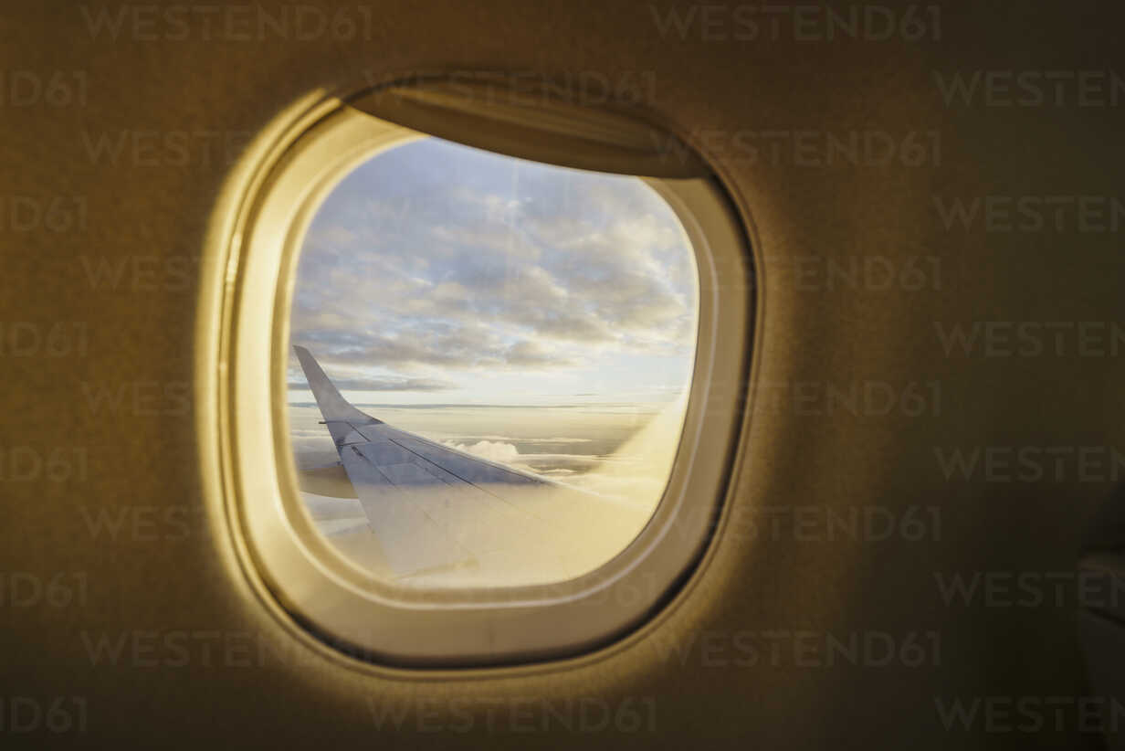 View out of window on wing of a plane - KKAF01797 - Kike Arnaiz/Westend61
