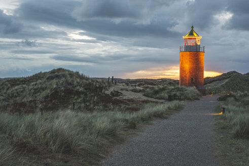 Germany, Schleswig-Holstein, Sylt, Kampen, cross light in dunes at sunset - KEBF00924