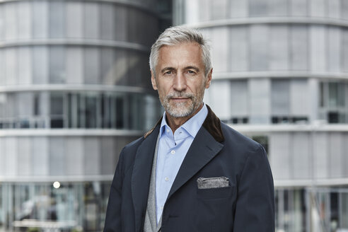 Germany, Duesseldorf, portrait of fashionable mature businessman - RORF01528