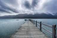 New Zealand, South Island, Glenorchy, Lake Wakatipu with empty jetty - RUEF01920