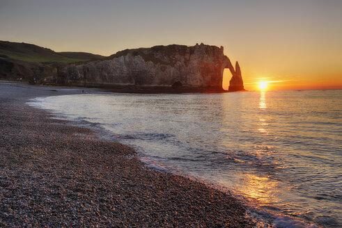 France, Normandy, Cote d'Albatre, rock coast of Etretat by sunset - RUEF01926