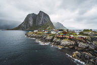 Norway, Lofoten, remote houses at rocky coast - KKAF01866