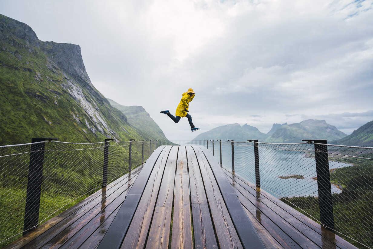 Norway, Senja island, man jumping on an observation deck at the coast - KKAF01911 - Kike Arnaiz/Westend61