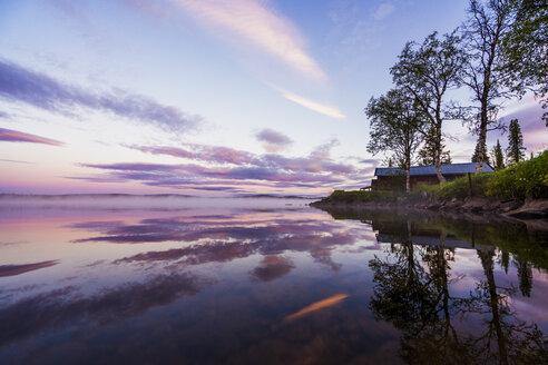 Sweden, Lapland, Kiruna, Dusk at a lake - KKAF01973
