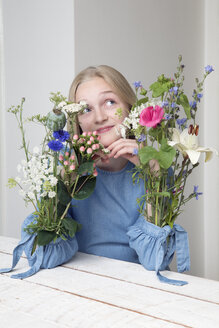 Blond girl with bunches of flowers in sleeves of her dress - PSTF00214