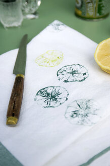 Textile printing with lemon halves - GISF00390