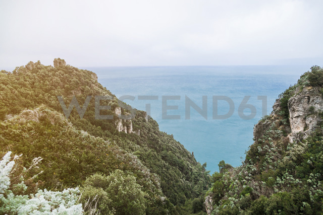 Italy, Campania, Amalfi Coast, Ravello, viewpoint to the Mediterranean sea - FLMF00054