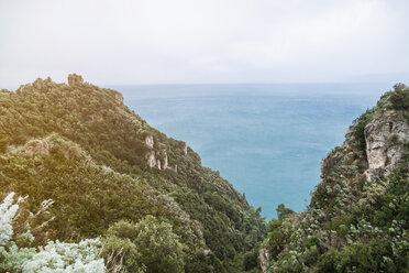 Italy, Campania, Amalfi Coast, Ravello, viewpoint to the Mediterranean sea - FLMF00054
