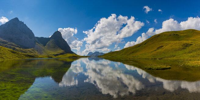 Germany, Bavaria, Allgaeu, Allgaeu Alps, Lake Rappensee, Hochrappenkopf and Kleiner Rappenkopf - WGF01252